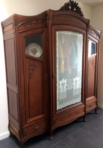 Art Nouveau Kast met MYB Lace Panel Maedow Lily