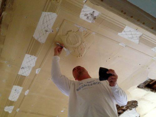 Restaureren van een gipsplafond