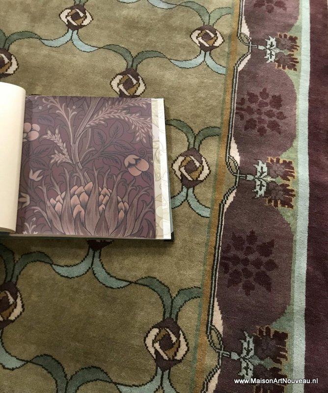 Arts & Crafts tapijt Lasenby en Morris & Co. behang Artichoke