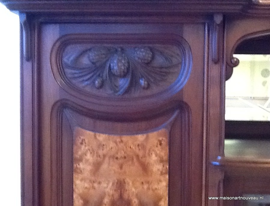 detail Art Nouveau kast met iepen-wortel en cuba mahonie
